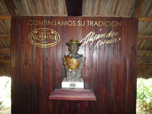 vegas_robaina_farm_don_alejandro_robaina_ornament