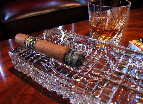 cohiba_behike_smoking