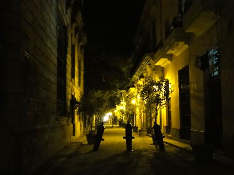 night_in_habana_vieja1